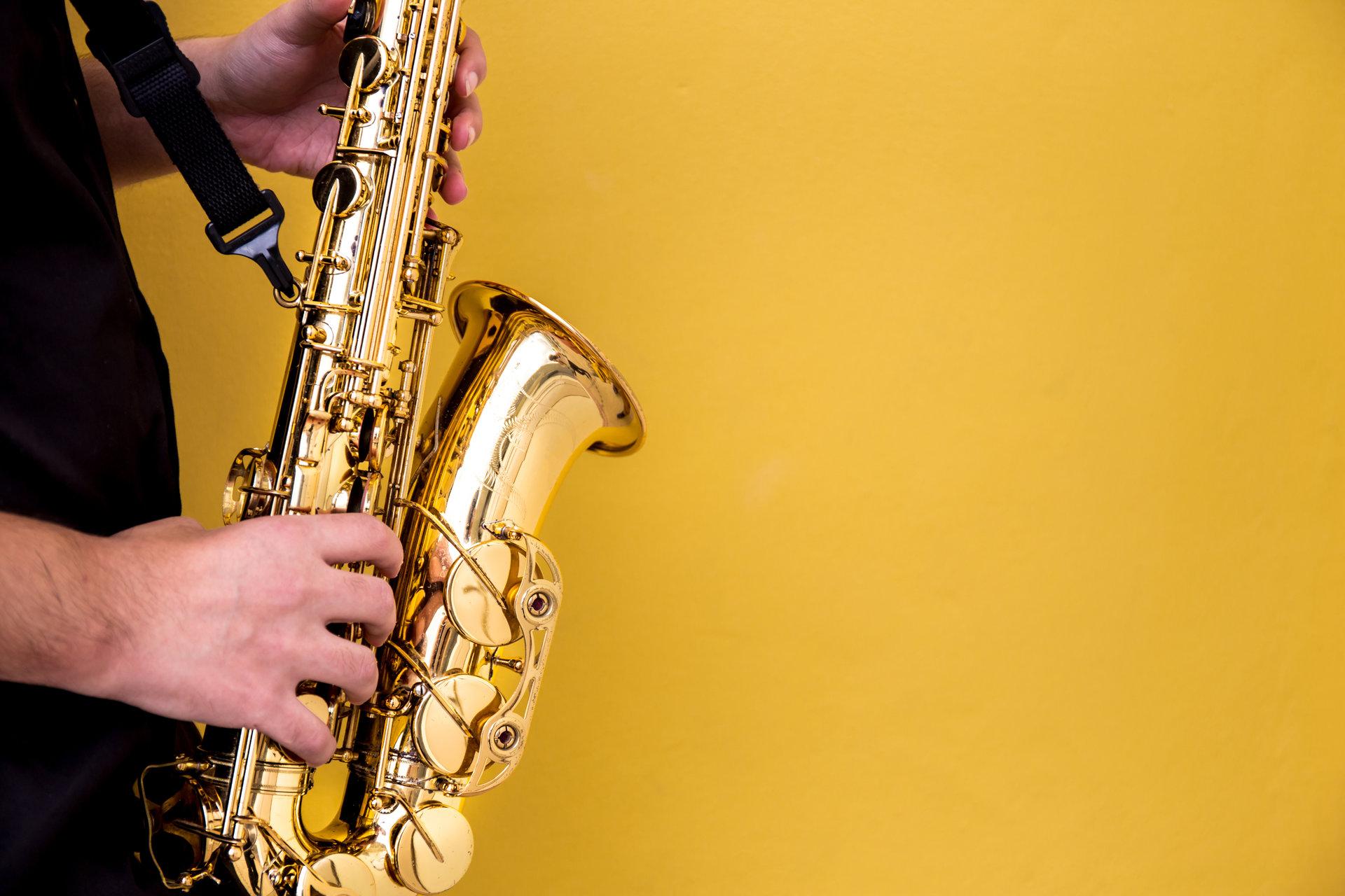 saxofon; instrument muzical; simbol pentru meserii din domeniul artistic (muzical)